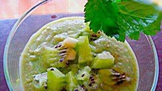 キウイとバナナとリンゴと三つ葉のスムージー (1)